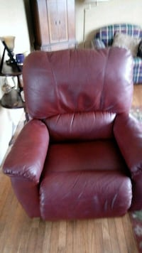 Great chair, to big for us. Tacoma, 98418