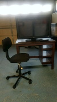 32 in. Tv with remote, desk and chair 2377 mi