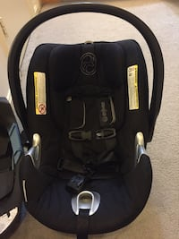 Cybex Aton Q Infant Car seat and 2 bases