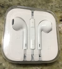 New in package apple headphones Falls Church, 22044