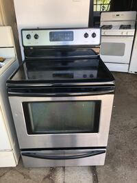 Stainless steel and black electric Frigidaire stove works perfect no issues Milwaukee, 53218