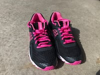 Running shoes size 6 Toronto, M2J 0A7