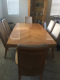 For sale: Beautiful lacquer-finish dining room set Beaumont, 92223