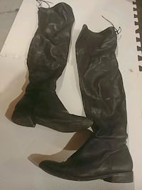 pair of black leather boots London, N5V 4N5