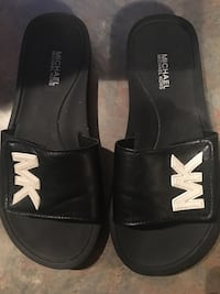 Black leather Michael Kors slides LIKE NEW Vaughan, L6A