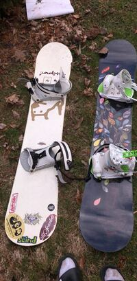 Snowboards with boots and bending a  Waterdown, L9H 7H1