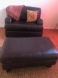 Beautiful Leather Bombay Chair 1/2 with Ottoman Fort Washington, 20744