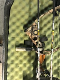 Matthews g2 compound bow.  New string and cable and new cams January 2017. Great bow. Comes with all pictured and release and arm guards. 500 or best offer. No low balls.  Chicora area.