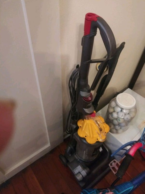 Dyson vacuum worth over 300 dollars but ill take $40 or best offer 2d5b040c-fff7-4a37-813c-ce9548932665
