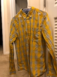 Medium Yellow and gray tommy hilfiger floral dress shirt (never been worn, too small)  Stafford, 22554