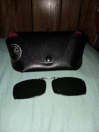 Ray ban clip on sunglasses like new in case nice  Corryton, 37721