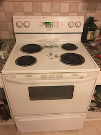 White and black electric coil range oven Romulus, 48174