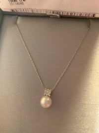 Never worn- pearl and quad diamond necklace  Gambrills, 21054