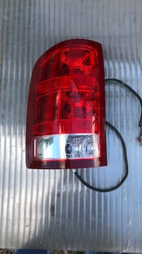 2009 GMC Sierra left side tail light Houston, 77091