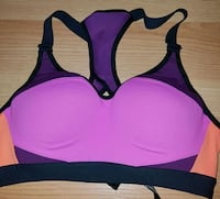 Victoria sports bra wired small Cornwall, K6H 2H1