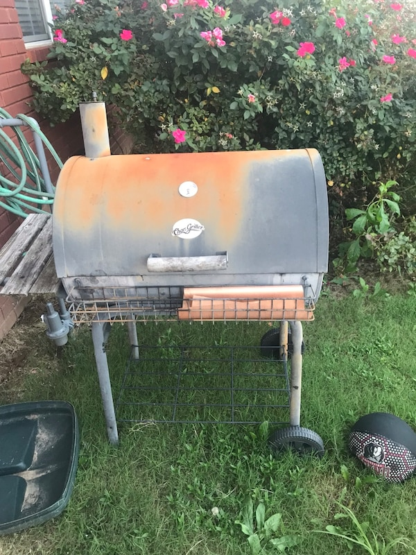 Chargriller Charcoal Grill