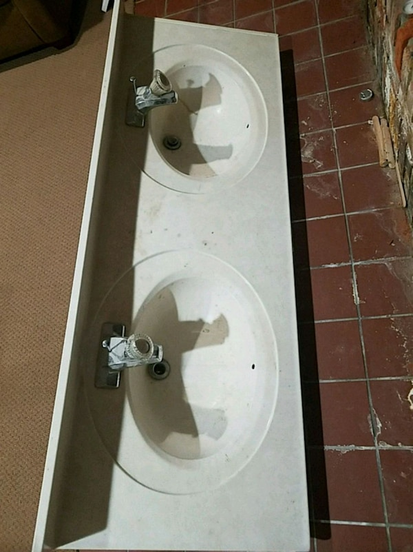 white ceramic double sink with faucet
