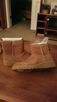 UGGS MINI II BOOTS, WOMENS SIZE 8 Rockville, 20850