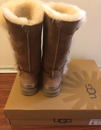 UGG BAILEY BUTTON TRIPLET II BOOT Size: 7 Markham