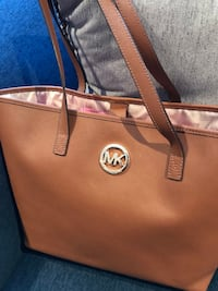 Authentic Michael kors handbag like new 781 km