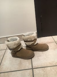 pair of brown sheepskin boots Montréal, H1R 3C4