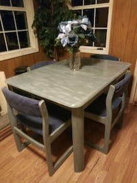 Dining table with 4 chairs  Ridgeland, 39157