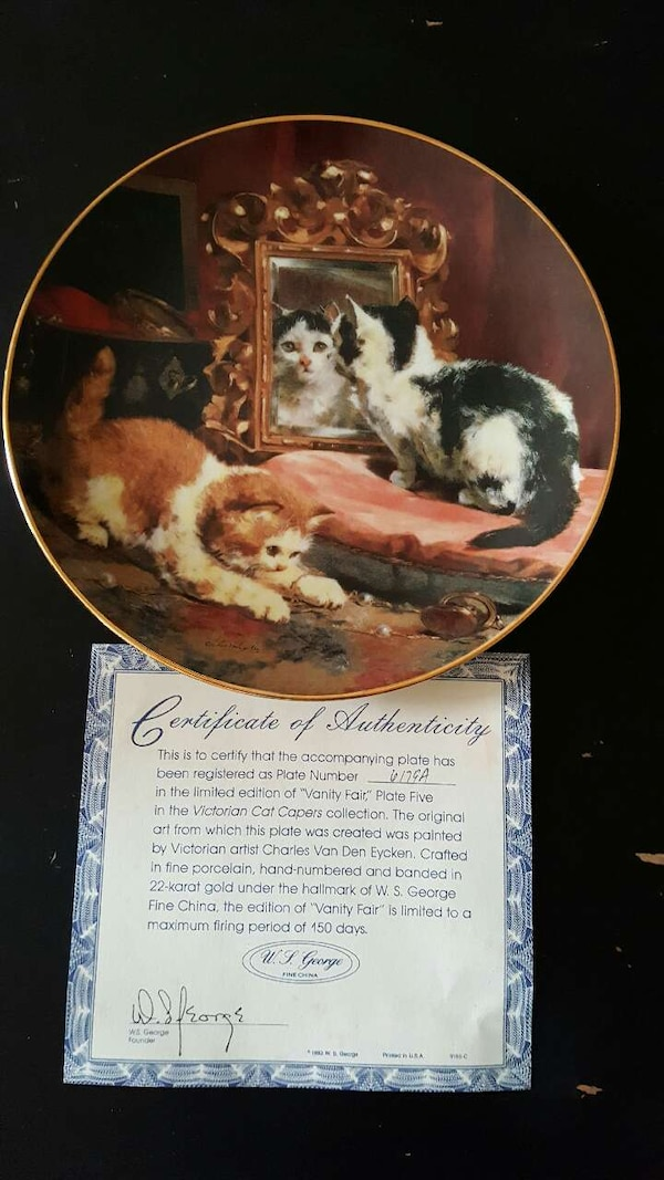 two cat print decorative plate