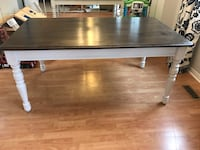 Solid maple dining table Mississauga, L5M 2M7