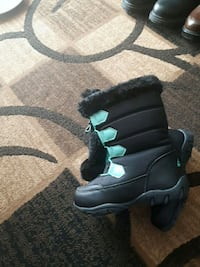 pair of black-and-gray leather boots 3119 km