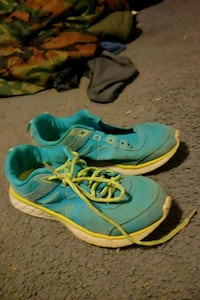 pair of blue-and-pink running shoes Easton, 18042