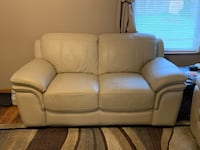 Beige Leather Couch (must go this week) Westerville, 43082