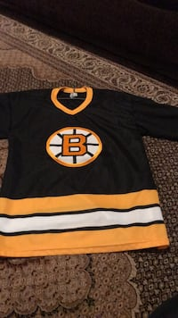 Youth medium bruins jersey  Burlington, L7M