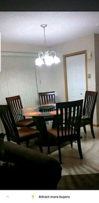 Good condition with 5 chairs. Calgary, T2Y 3T5