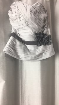 Women's gray boostier with flower band (Brand new) Milton