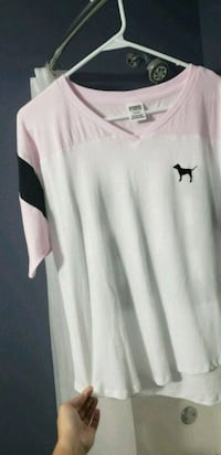 New size med vs pink tee shirt  Clinton, 37716