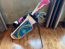 Beginner youth golf clubs and bag!!