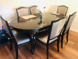 Dinner Table+ 8 chairs