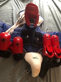 Sparing gear size M (3) for kids 8-12 Toronto, M1S 2T2