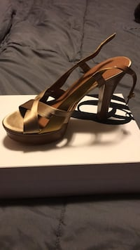 Pair open-toe heeled sandals New Bedford, 02740