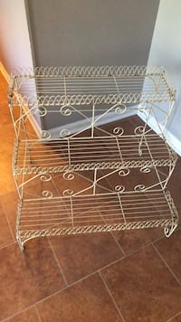 Free plant stand pick up only must go now!!! Ellicott City, 21042