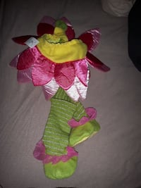 Newborn flower outfit (Brand New, tag still on)