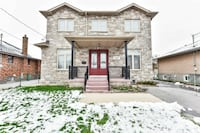 2 storey Detached house in Amazing Location Richmond Hill