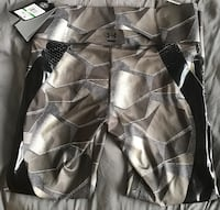 Under Armour Tight Pant NWT L Oshawa, L1H 3M8
