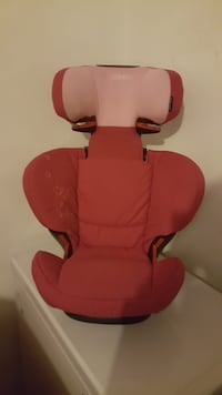 Baby's red and black car seat carrier 518 km