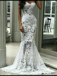 Brand new summer wedding gown ,with bridal purse ,only size sm avail Brampton, L6V 3X9