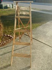 Wood Ladder / Five feet