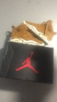 Pair of brown nike huarache shoes Toronto, M3N 1J4