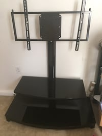 Tv stand with mount Columbus, 43205