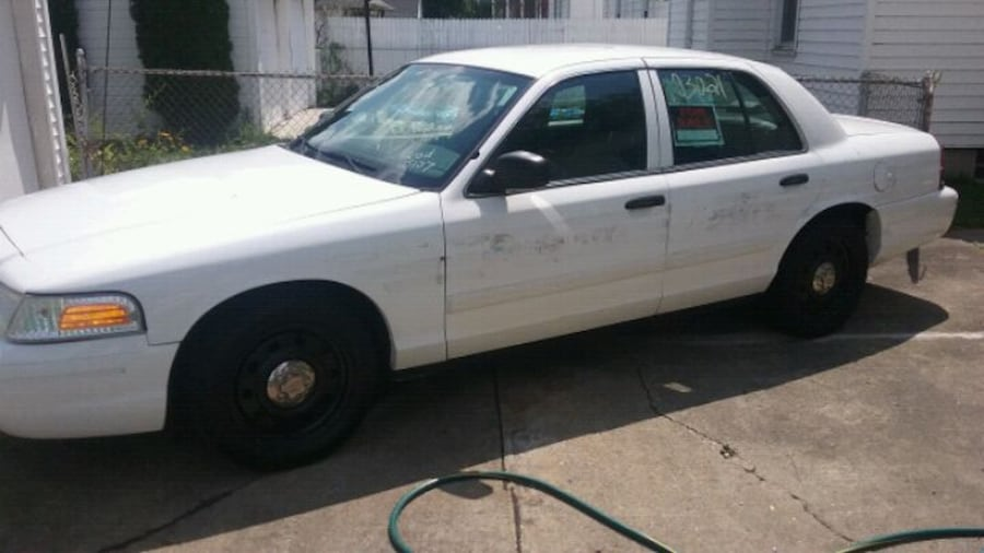 Ford - Crown Victoria - 2010 5
