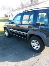 Jeep - Liberty - 2004 4x4 car fax  107,000 miles